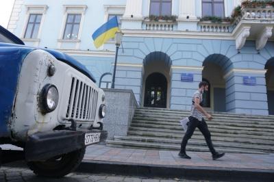 З ким дружитимуть і проти кого: які політичні союзи можуть виникнути між партіями, які проходять до Чернівецької міськради