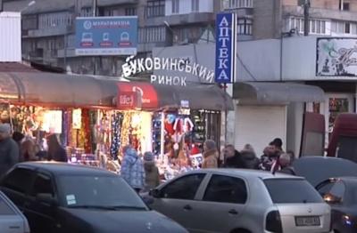 Нічна пожежа на ринку в Чернівцях: вогонь знищив два кіоски