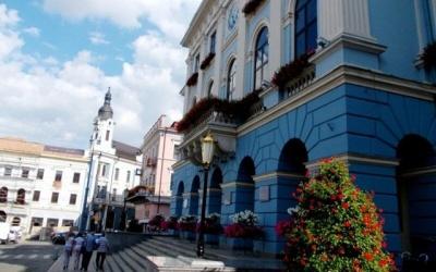 Скільки «старих» депутатів буде у новій Чернівецькій міськраді, і як змінилась їх підтримка серед виборців