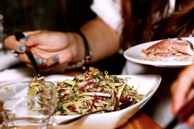 Які продукти варто виключити з меню, щоб знизити ймовірність розвитку артриту