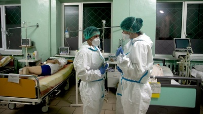 """""""Ліжко вільне пів години"""": у Чернівцях журналісти показали, яка ситуація у реанімації, де лікують ковід-хворих"""