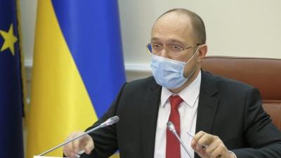 Шмигаль запропонував пускати українців у громадські місця за QR-кодом