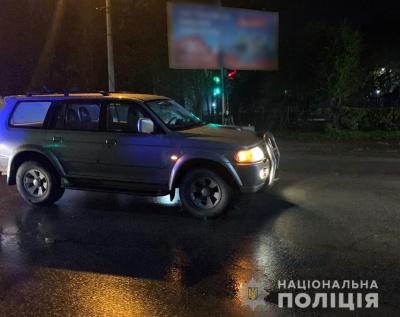 У Чернівцях позашляховик збив двох дітей, які перебігали дорогу
