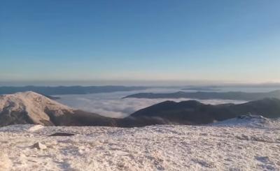 Карпати засипало снігом і скувало морозом: з'явилось красиве панорамне відео