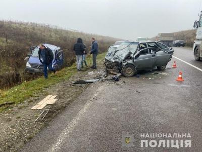 На об'їзній дорозі Чернівців - потрійна ДТП: серед постраждалих - немовля