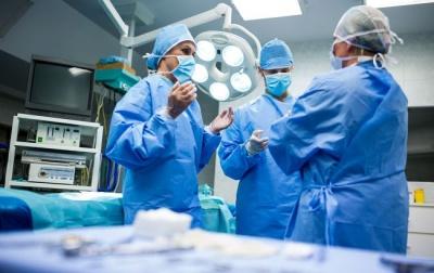 У Львові 11-річна дівчинка вдихнула цвях: лікарі провели складну операцію
