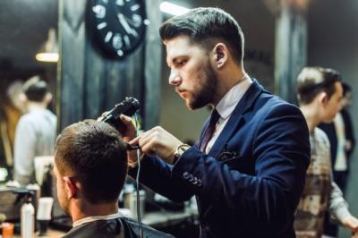 Анекдот дня: про перукарню й пістолет