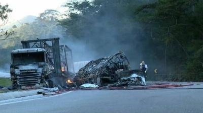 Жахливе ДТП забрало життя відразу 41 особи. У Бразилії зіткнулися вантажівка й автобус - відео