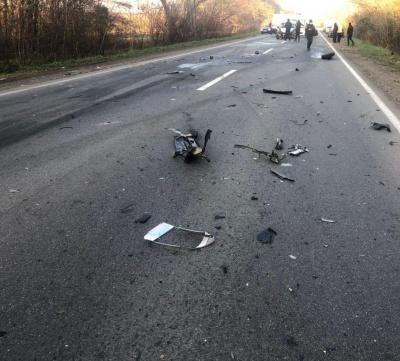 Обганяв фуру та врізався в інше авто: у ДТП на Буковині постраждав водій легковика