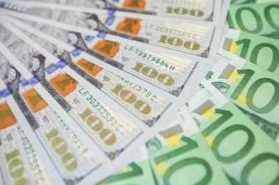 Курс євро майже дотягнув до трирічного максимуму