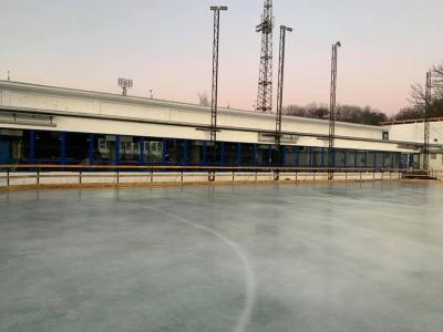 У Чернівцях розібрали стіни льодового майданчика: тепер він під відкритим небом