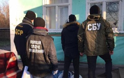 Поліція «прикрила» нарколабораторію на Буковині: зілля збували по всій області – фото