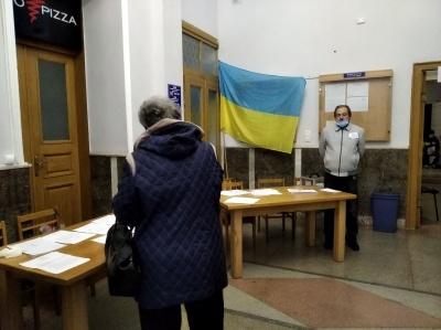 У Чернівцях на виборах мера фіксують наднизьку явку виборців – КВУ