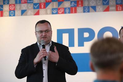 «До праці»: Каспрук оригінально привітав Клічука з перемогою на виборах мера Чернівців