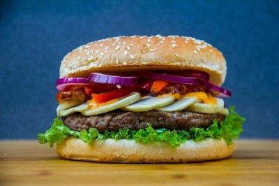 Домашній бургер: простий рецепт соковитого м'яса в хрусткій булці