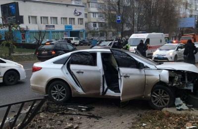 Ранкова ДТП у Чернівцях ускладнила рух на Героїв Майдану, є постраждалі