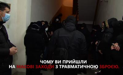 Інцидент під Чернівецькою ТВК: «тітушки» були озброєні – ЗМІ