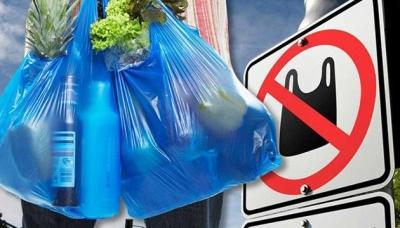 В Україні хочуть штрафувати за пластикові пакети. Комітет Ради підтримав закон про їх заборону