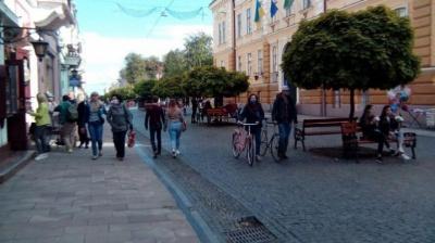 У Чернівцях заборонили рух велосипедів пішохідною вулицею