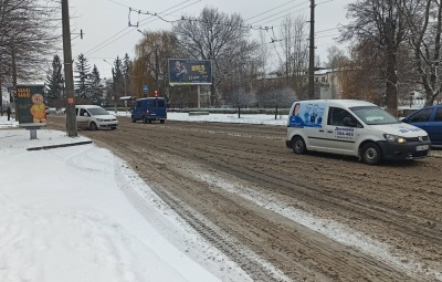 У Чернівцях комунальники розчищають вулиці від снігу в цілодобовому режимі, – Сірман
