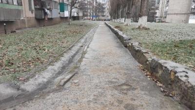 Вулиці перетворилися на ковзанку: у місті на Буковині у мінусову температуру випав дощ