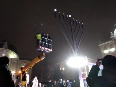 Вражаюче фаєр-шоу та салюти: як святкують Хануку в Чернівцях  - фото, відео