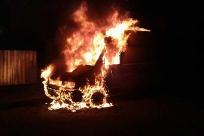 У селі на Буковині згорів мікроавтобус: власник з опіками в лікарні