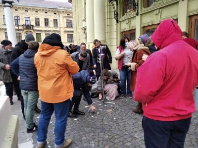 «Така традиція»: у Чернівцях перед початком зйомок фільму розбили тарілку