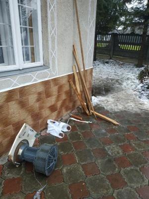 Силовики виламали ворота церкви на Буковині й застосували кийки до вірян: з'явилось відео інциденту