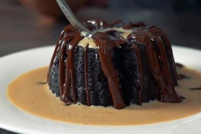 """""""Шоколадний вулкан"""" — вишуканий десерт в мікрохвильовці за 5 хвилин"""