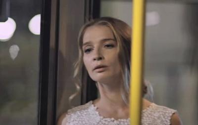 """Зірка серіалу """"Кріпосна"""" знялася у новому кліпі """"Океану Ельзи"""" - відео"""