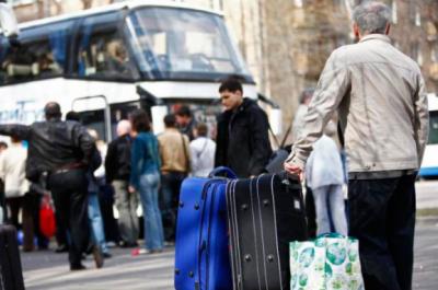 Українці масово їдуть на заробітки: скільки і куди вирушають