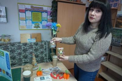 Костюми із пакетів та пляшок: на Буковині діти виготовляють прикраси із пластику