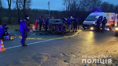 На Буковині зіткнулися три автівки: водії у лікарні