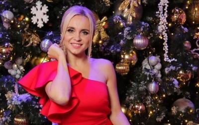 Снігуронька: телеведуча з Чернівців поділилась архівним новорічним фото