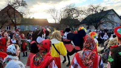 Танці, співи і бешкетництво: у селі на Буковині вже почали маланкувати