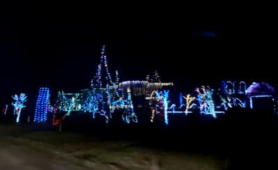 Масштабна ілюмінація: село на Буковині вразило новорічними вогнями на будинках – відео