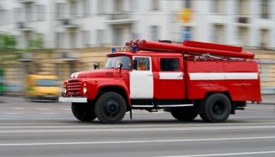 З вікна йде чорний дим: у центрі Чернівців у багатоповерхівці сталася пожежа