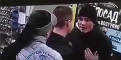 Покупець вдарив дівчину-касира ногою в обличчя і нарвався на самосуд