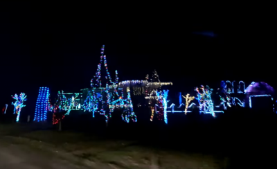 Голова Чернівецької облради вручив подяку автору масштабної новорічної ілюмінації в селі на Буковині