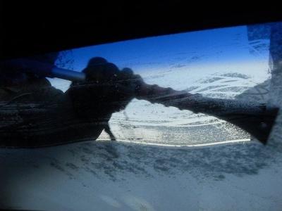 Які предмети не можна залишати в машині в зимовий період