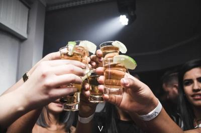 Вчені встановили, що зовсім не випивати небезпечно