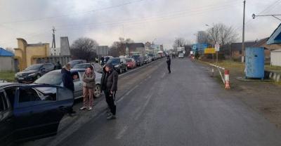 Пікет закінчився: на міжнародній трасі на Буковині відновили рух