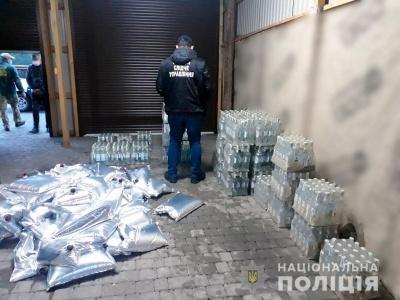 На Буковині судитимуть підприємця, який налагодив масштабне виробництво фальсифікату горілки