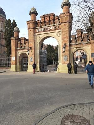 У Чернівецькому університеті відновили ковані ворота, що були зруйновані в ДТП