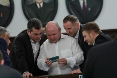 Дев'ята спроба: у Чернівцях знову не змогли зареєструвати «Рідне місто» і «Команду Михайлішина» новообраними депутатами