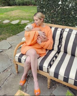 Емма Робертс вперше показала новонародженого сина
