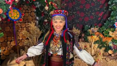 Співачка із Чернівців защедрувала для фанів у національному костюмі 19 століття
