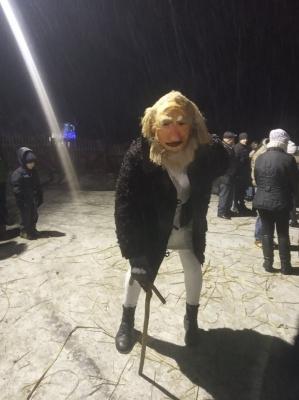 У Красноїльську стартувала легендарна Маланка: вулиці села заполонили міфічні персонажі