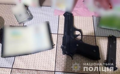 Залякував пістолетом: на Буковині викрили чоловіка, який незаконно зберігав зброю